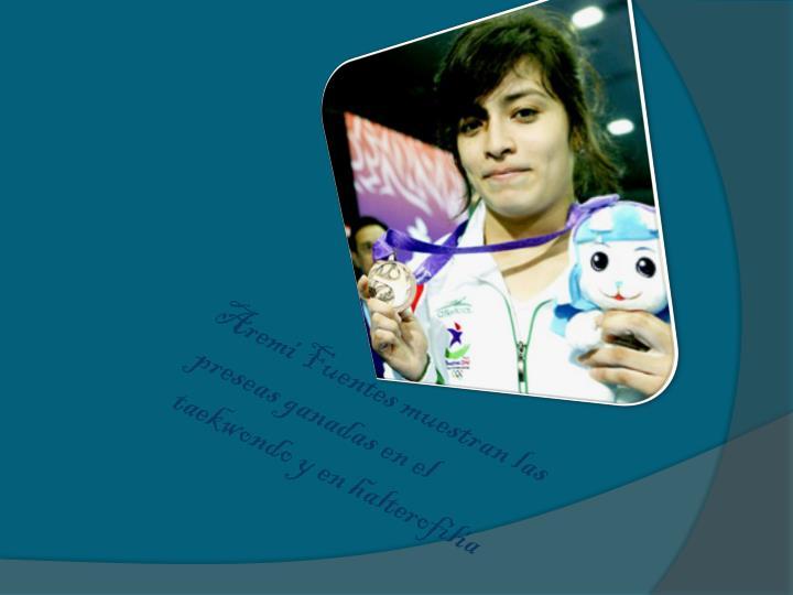 Aremi Fuentes muestran las preseas ganadas en el taekwondo y en halterofilia
