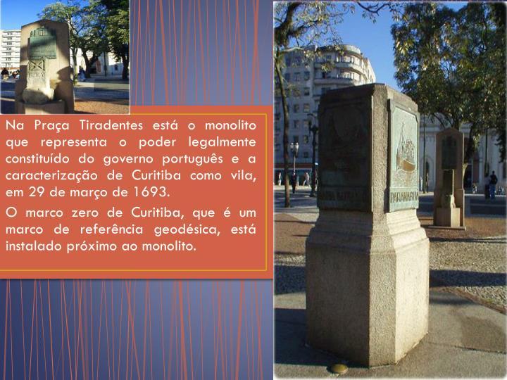 Na Praça Tiradentes está o