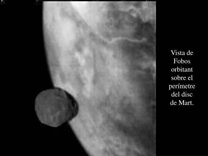 Vista de Fobos orbitant sobre el perímetre del disc de Mart.