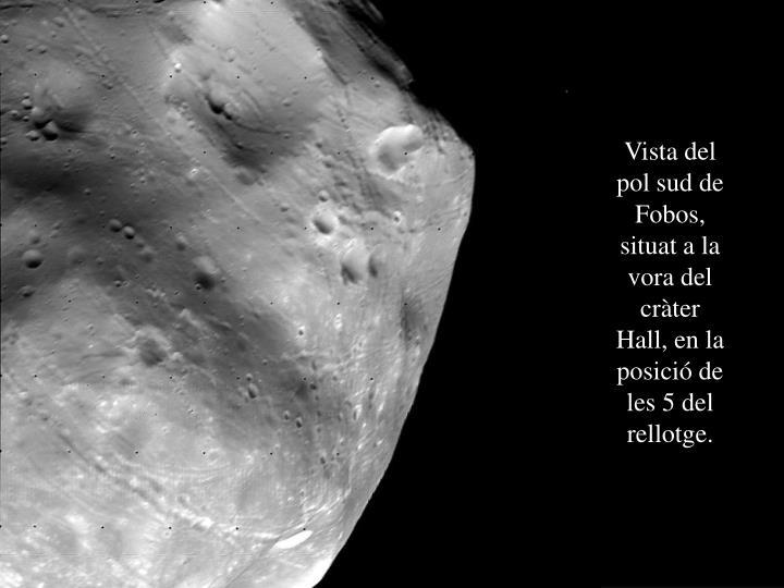 Vista del pol sud de Fobos, situat a la vora del cràter Hall, en la posició de les 5 del rellotge.