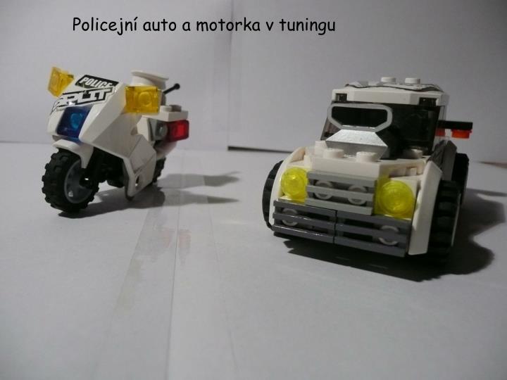 Policejní auto a motorka v