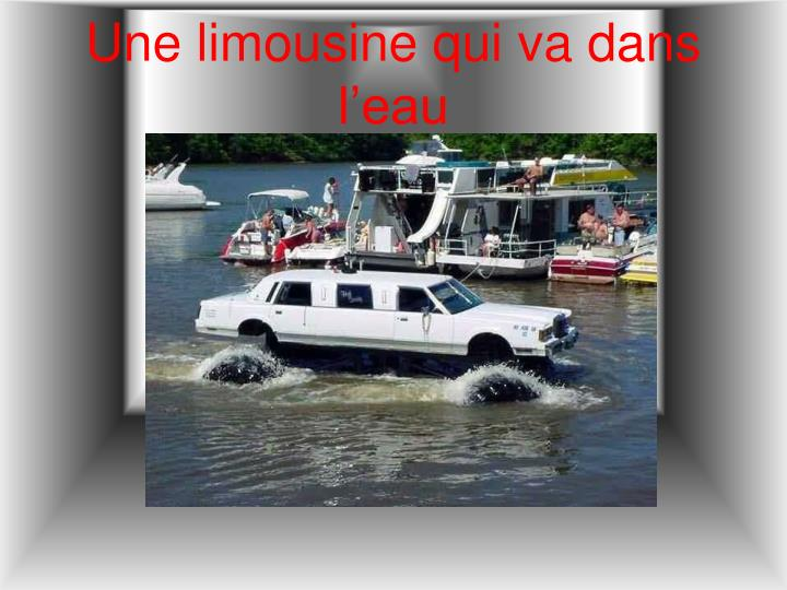 Une limousine qui va dans l'eau