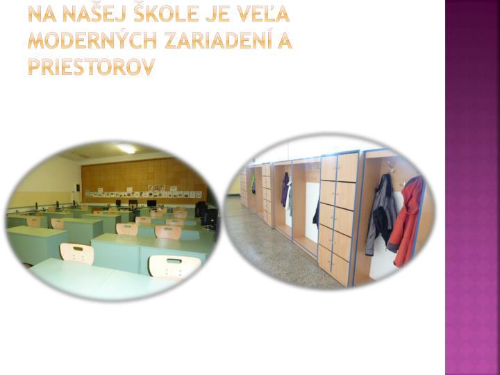 Na našej škole je veľa moderných zariadení a priestorov