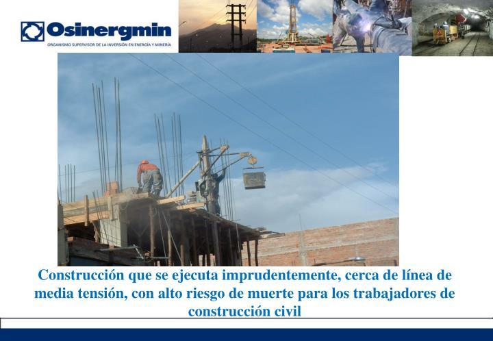 Construcción que se ejecuta imprudentemente, cerca de línea de media tensión, con alto riesgo de muerte para los trabajadores de construcción civil