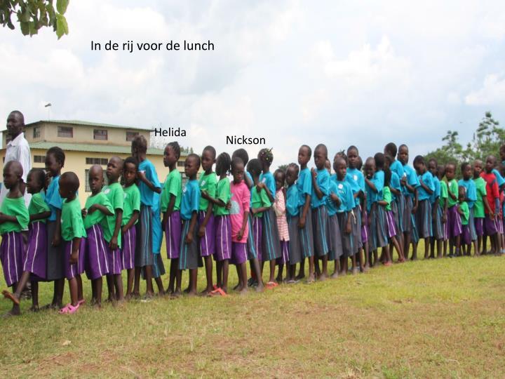 In de rij voor de lunch