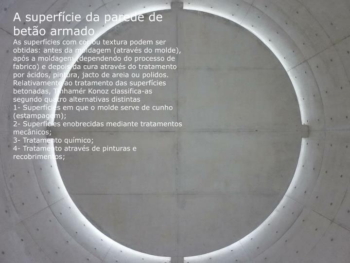 A superfície da parede de betão armado