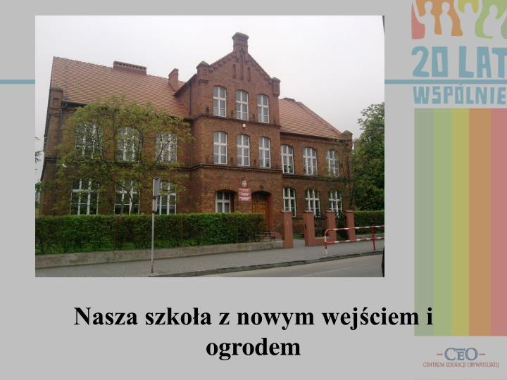 Nasza szkoła z nowym wejściem i ogrodem