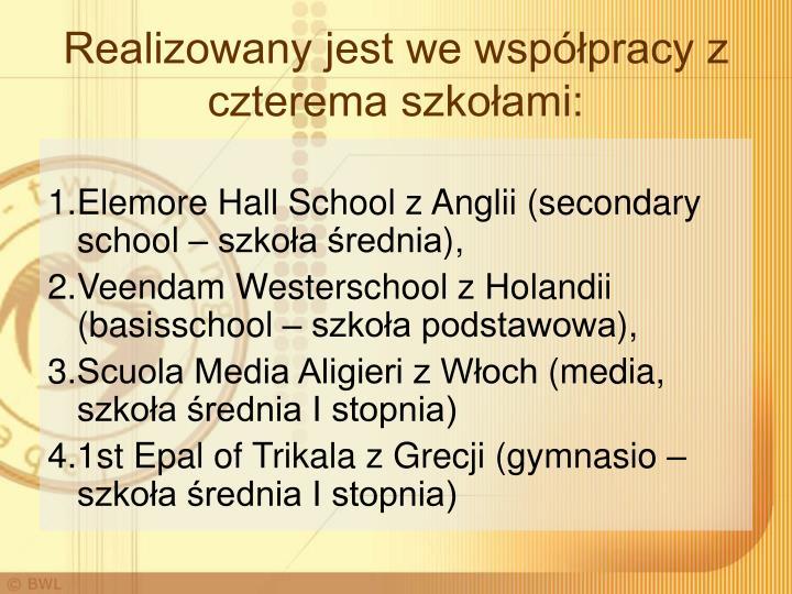 Realizowany jest we współpracy z czterema szkołami: