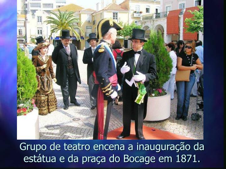 Grupo de teatro encena a inauguração da estátua e da praça do Bocage em 1871.