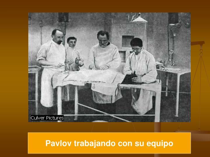 Pavlov trabajando con su equipo