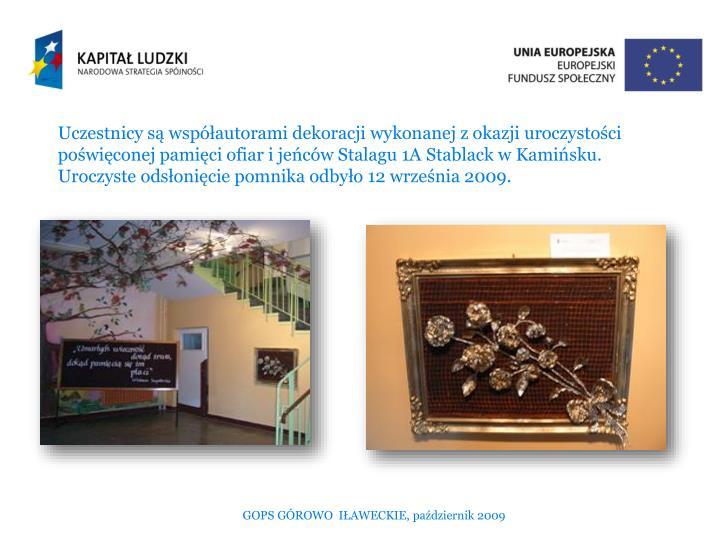 Uczestnicy są współautorami dekoracji wykonanej z okazji uroczystości poświęconej pamięci ofiar i jeńców Stalagu 1A