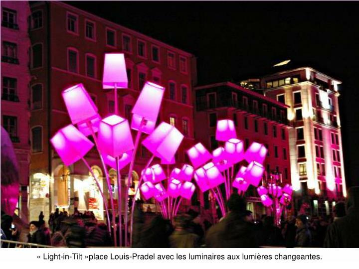 «Light-in-Tilt»place Louis-Pradel avec les luminaires aux lumières changeantes.
