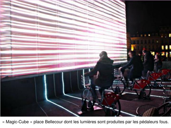 «Magic-Cube» place Bellecour dont les lumières sont produites par les pédaleurs fous.