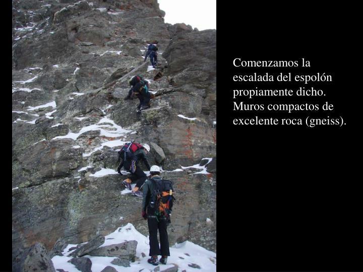 Comenzamos la escalada del espolón propiamente dicho. Muros compactos de excelente roca (gneiss).