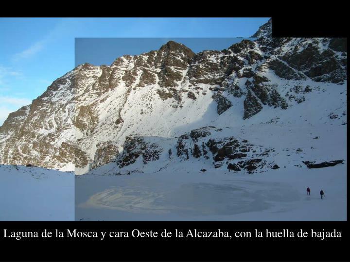 Laguna de la Mosca y cara Oeste de la Alcazaba, con la huella de bajada