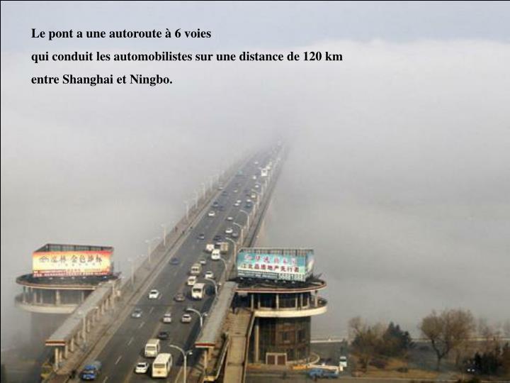 Le pont a une autoroute à 6 voies