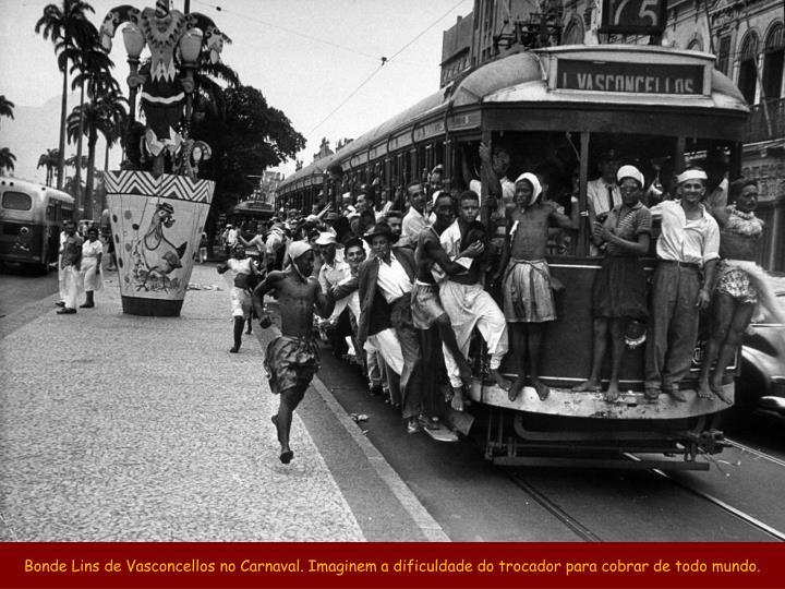 Bonde Lins de Vasconcellos no Carnaval. Imaginem a dificuldade do trocador para cobrar de todo mundo.