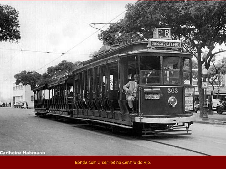 Bonde com 3 carros no Centro do Rio.
