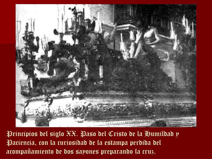 Principios del siglo XX. Paso del Cristo de la Humildad y Paciencia, con la curiosidad de la estampa perdida del acompañamiento de dos sayones preparando la cruz.