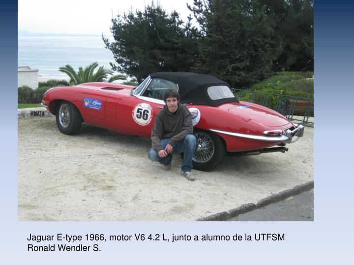 Jaguar E-type 1966, motor V6 4.2 L, junto a alumno de la UTFSM Ronald Wendler S.