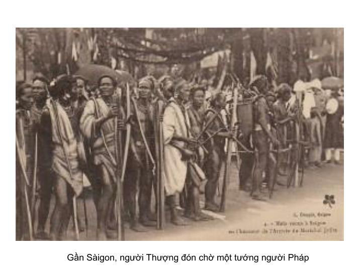 Gần Sàigon, người Thượng đón chờ một tướng người Pháp