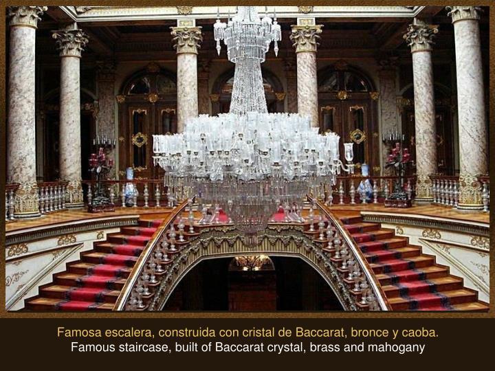 Famosa escalera, construida con cristal de Baccarat, bronce y caoba.