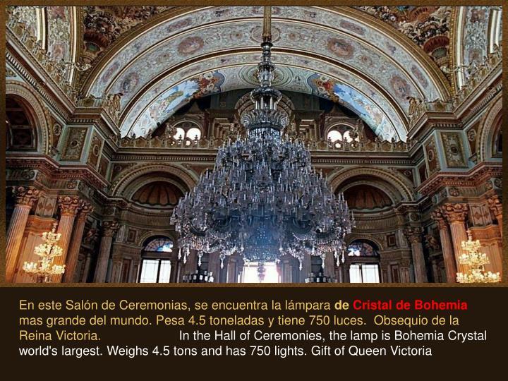 En este Salón de Ceremonias, se encuentra la lámpara