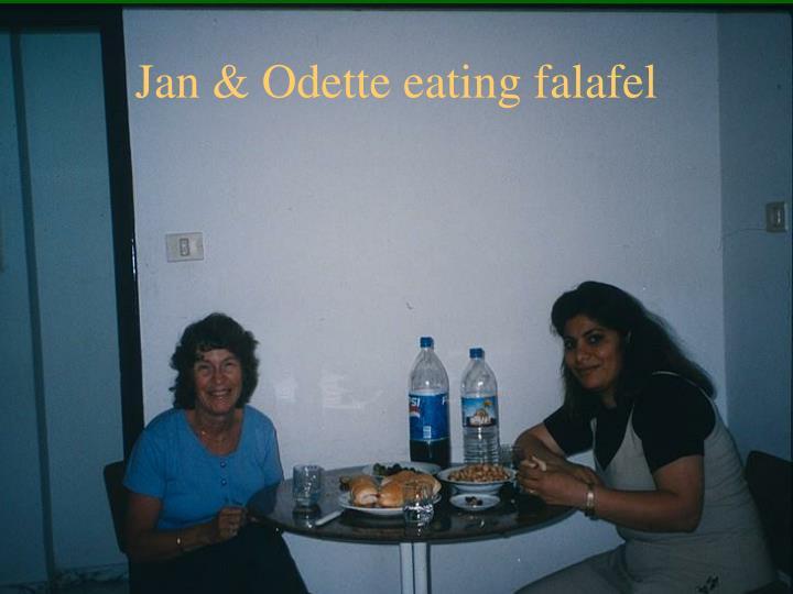 Jan & Odette eating falafel