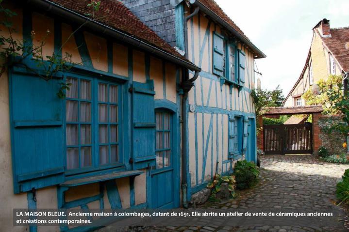 LA MAISON BLEUE.  Ancienne maison à colombages, datant de 1691. Elle abrite un atelier de vente de céramiques anciennes et créations contemporaines.