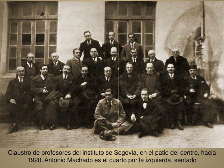 Claustro de profesores del instituto se Segovia, en el patio del centro, hacia 1920. Antonio Machado es el cuarto por la izquierda, sentado