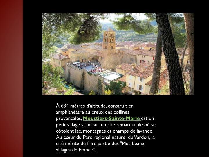 À 634 mètres d'altitude, construit en amphithéâtre au creux des collines provençales,