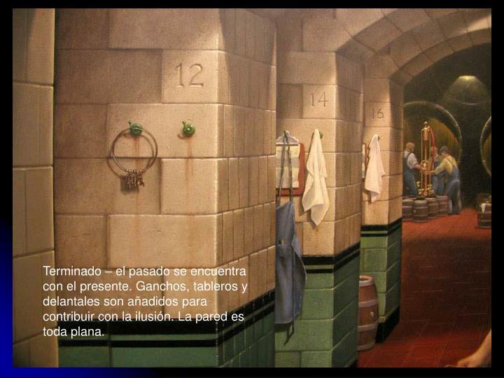 Terminado – el pasado se encuentra con el presente. Ganchos, tableros y delantales son añadidos para contribuir con la ilusión. La pared es toda plana.