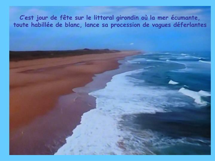 C'est jour de fête sur le littoral girondin où la mer écumante, toute habillée de blanc, lance sa procession de vagues déferlantes