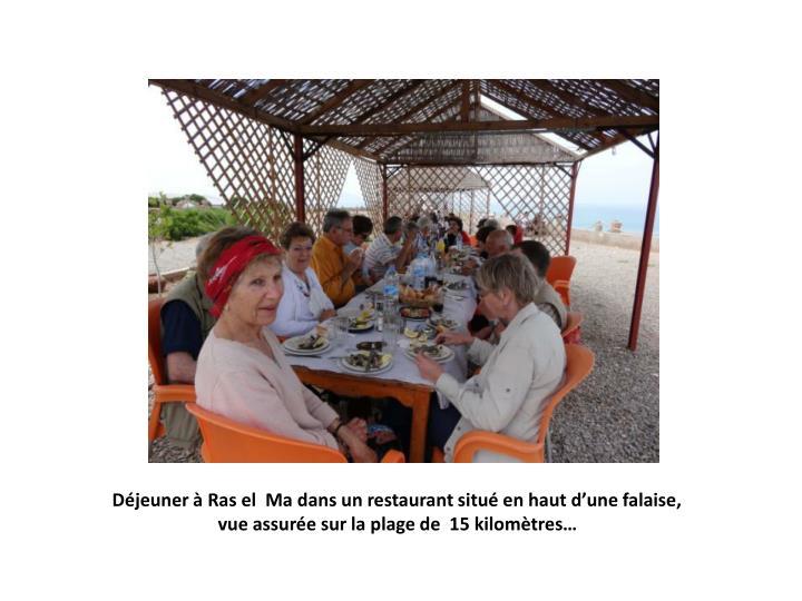 Déjeuner à Ras el  Ma dans un restaurant situé en haut d'une falaise,