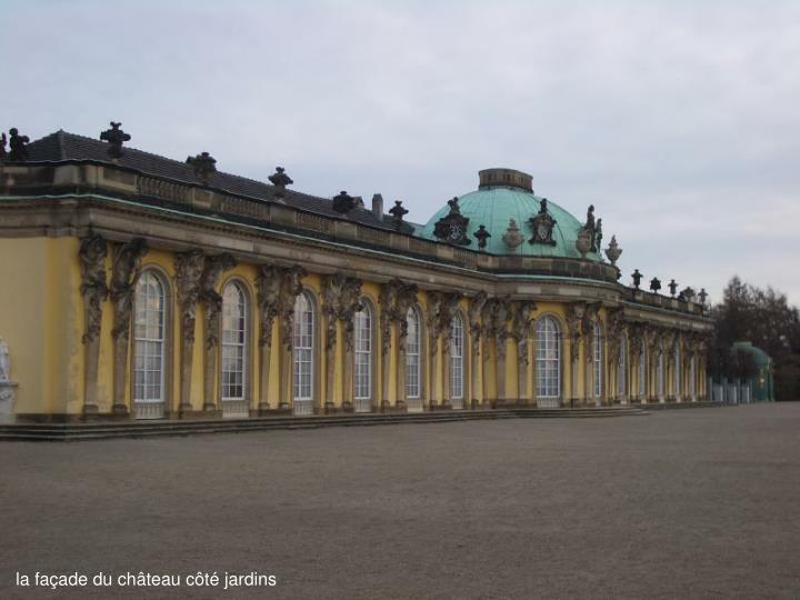 la façade du château côté jardins