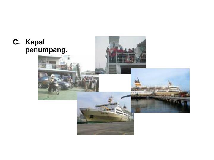 Kapal penumpang.