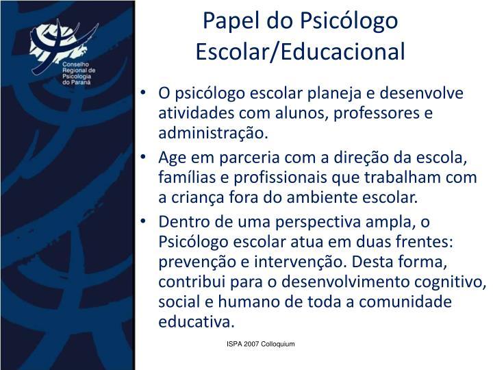 O psicólogo escolar planeja e desenvolve atividades com alunos, professores e administração.
