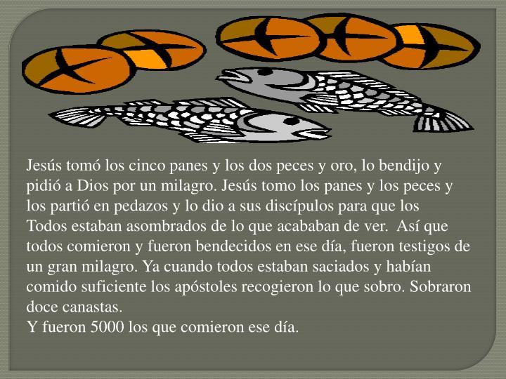 Jesús tomó los cinco panes y los dos peces y oro, lo bendijo y pidió a Dios por un milagro. Jesús tomo los panes y los peces y los partió en pedazos y lo dio a sus discípulos para que los