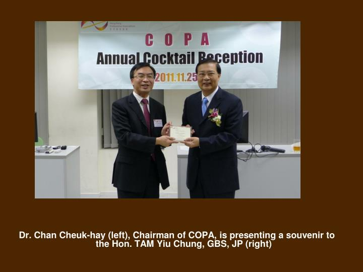 Dr. Chan Cheuk-hay (left), Chairman of COPA, is presenting a souvenir to the Hon.