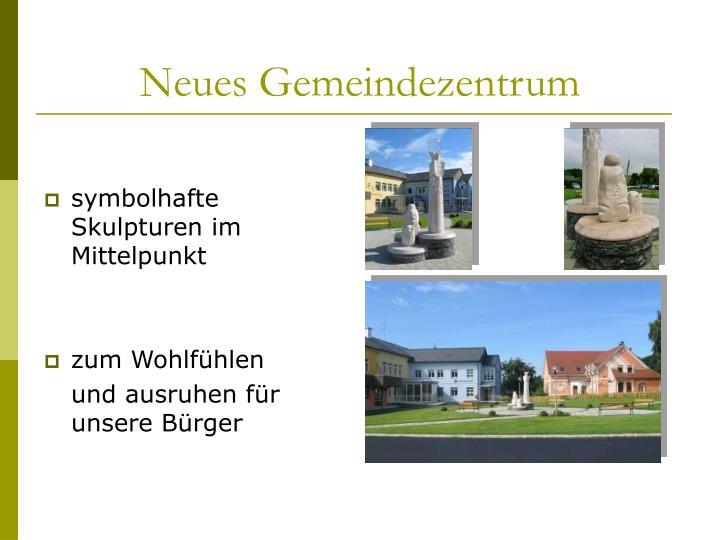 symbolhafte Skulpturen im Mittelpunkt