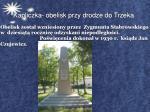 kapliczka obelisk przy drodze do trzeka
