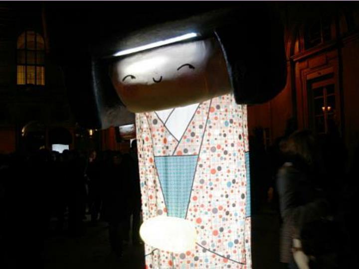 Pour l'unicef les lumignons sont vendus devant L'église Saint-Nizier