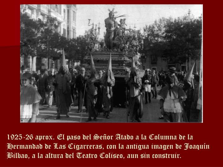 1925-26 aprox. El paso del Señor Atado a la Columna de la Hermandad de Las Cigarreras, con la antigua imagen de Joaquín Bilbao, a la altura del Teatro Coliseo, aun sin construir.