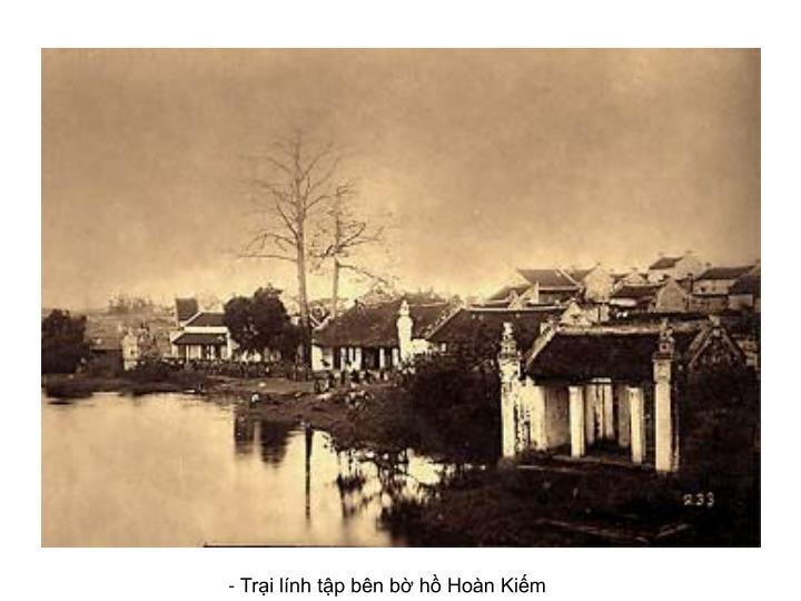 - Trại lính tập bên bờ hồ Hoàn Kiếm