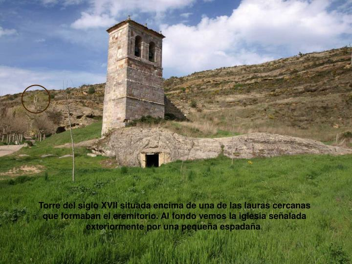 Torre del siglo XVII situada encima de una de las lauras cercanas que formaban el eremitorio. Al fondo vemos la iglesia señalada exteriormente por una pequeña espadaña