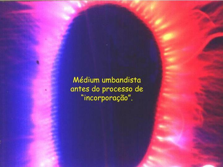 """Médium umbandista antes do processo de """"incorporação""""."""