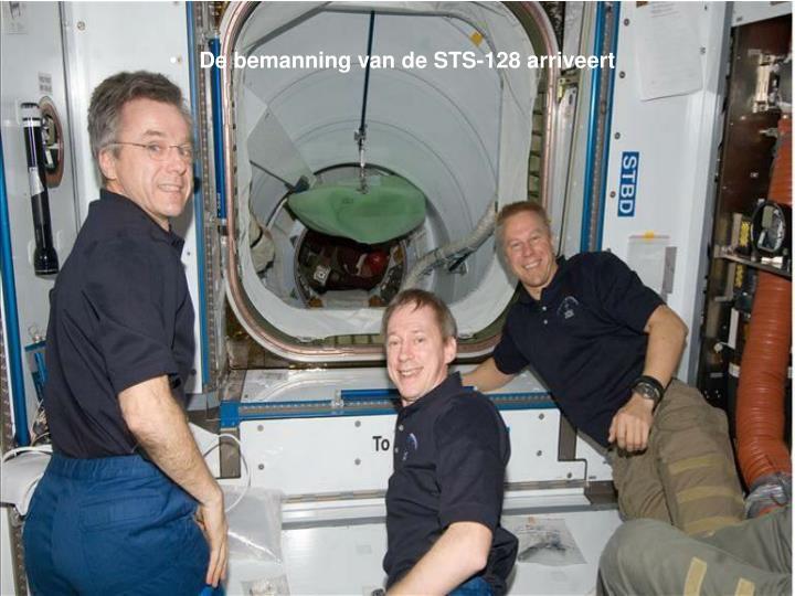 De bemanning van de STS-128 arriveert