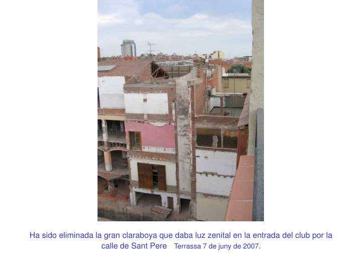 Ha sido eliminada la gran claraboya que daba luz zenital en la entrada del club por la calle de Sant Pere