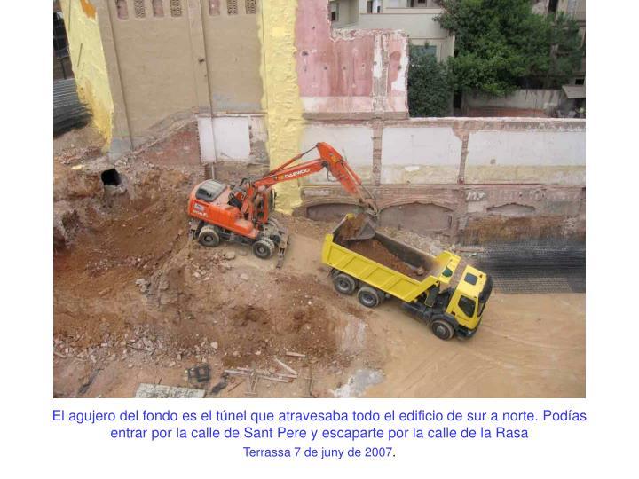 El agujero del fondo es el túnel que atravesaba todo el edificio de sur a norte. Podías entrar por la calle de Sant Pere y escaparte por la calle de la Rasa