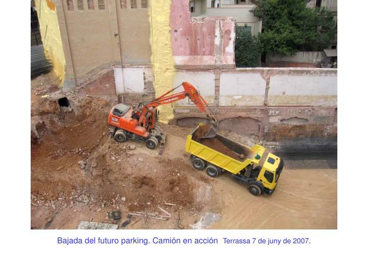 Bajada del futuro parking. Camión en acción